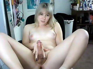 Cute Shemale Cums On Webcam