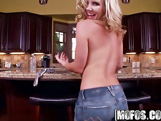 Mofos - Shes A Freak - Ainsley Addison - Cum in the Kitchen