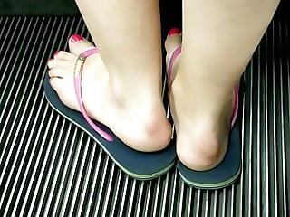 Candid feet --- Swedish hot girl on escalator