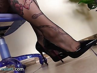 Tattoed secretary in pantyhose lets you look under the table