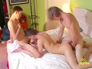 Horny Twinks Blowjob Threesome