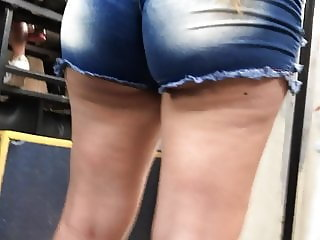 Big ass white girl in bus