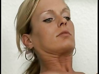 Mother give-mouth-to-pussy