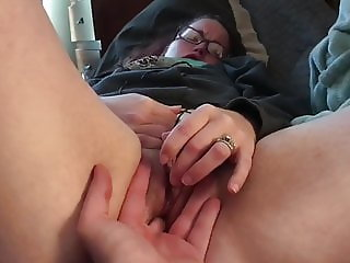 Young milf's pussy pulses as she masturbates with a vibrator
