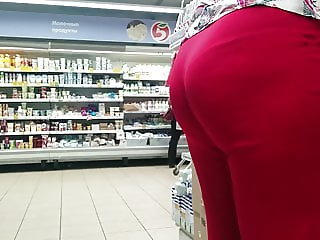 Juicy ass milfs in tight pants
