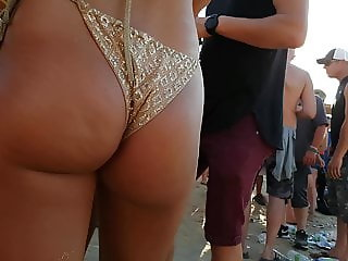 Candid Hot Jiggly Pawg in gold!! pt3