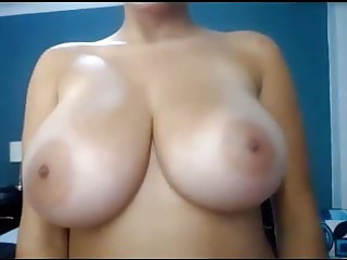 woman nud or flash tits 37