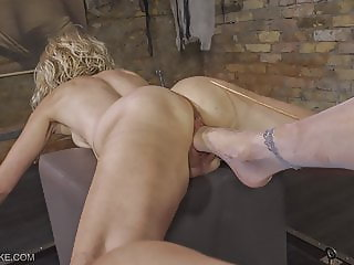 Deep Feet - Queensnake.com - Queensect.com