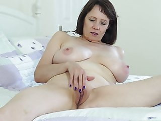 Busty natural British mother Tigger wants to fuck