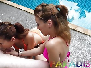 Paradise Gfs - Twins sucking cock together on vacation