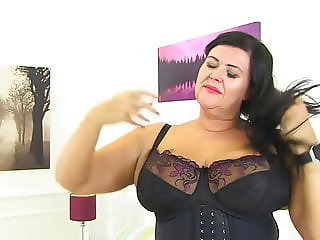 Curvy mature mom Katie wants your cock