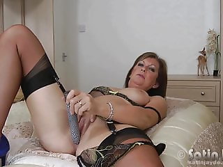Milf Jayde in nylon stockings toying
