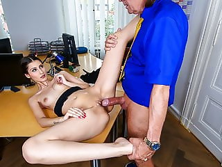 BUMS BUERO - Hardcore office porn with German secretary babe
