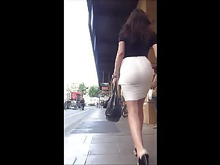 Candid Office Babe in thight Skirt and High Heels