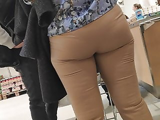 Big butts milfs in tight pants 2