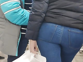 Big ass girls in tght jeans
