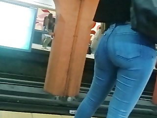 two hot girls ass in tight jeans public