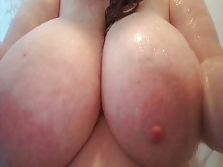 BIG wet tittys