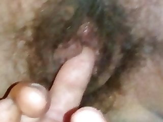 Finger hairy pussy