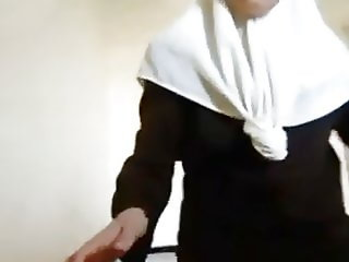 Arab sister Has Deep Throat