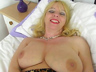 Posh mature mother wants a good fuck