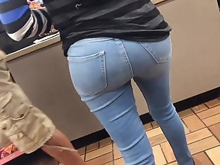 Big bubble butt Latina milf in tight jeans OMG