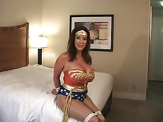 Superheroine in peril Rachel Steele