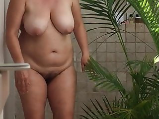 voyeur unaware MILF shower hidden cam