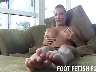 I want to feel your tongue cleaning my feet
