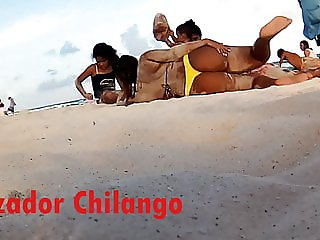 Thong on the beach-Culona en tanga en la playa
