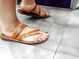 candid her sexy feets hot red toes