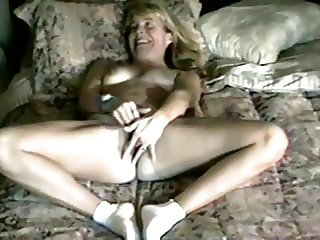 Mom Gets Off on Her Deep Fingers Hidden Masturbation