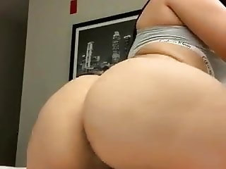 Latin girl nude twerking