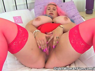 Big titted milf Kiki Rainbow from the UK rubs her fanny