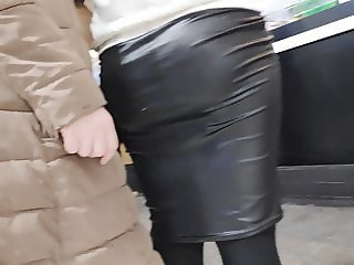 Amazing juicy ass girls in very tight skirts