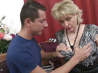 Amateur mature mom fucks hung son
