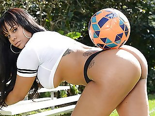 Booty soccer girl Mary Jean loves huge dick