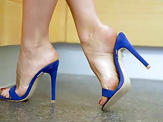 Zoom on blue mules in the kitchen. Veins. Arches. Soles.