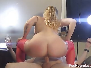 Busty blonde PAWG Lexi Luxury gets me off twice