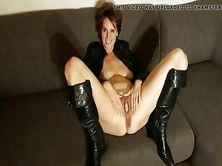 Melissa v D showing off brown cunt and anus