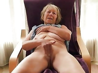 Amateur grandma having a real orgasm