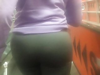Ghetto booty chick at the airport