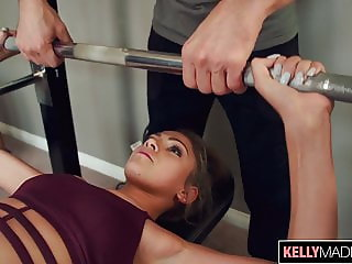 Toned Babe Athena Faris Earns A Creampie When Working Out