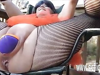 Double fisting BBW sluts huge pussy outdoors