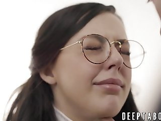Nerdy cutie Whitney Wright pussy screwed by Derrick Pierce
