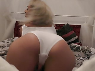 Sexy PAWG, White Girl Twerks, Sexy Big Booty ASS SHAKE