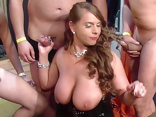 Sexy Susi loves gangbang