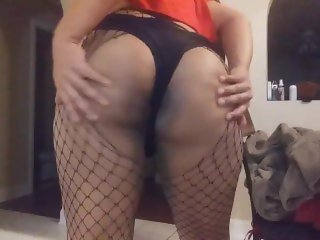 Thicc latina femboy shaking ass and showing off his clit