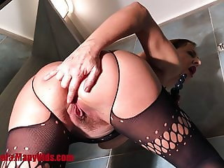 Classy milf plays with dildos and fingers in ass & pussy