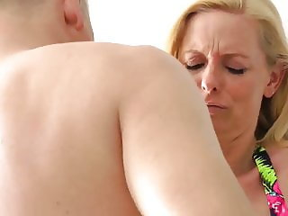 Horny Divorced Wife Receives Messy Creampie in Her Big Cunt
